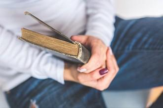 ¿Puede mejorar la tristeza la experiencia lectora?