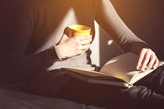 A quien enseña el valor de la lectura