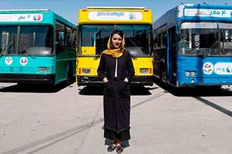 Crear oportunidades para pensar críticamente: los autobuses-biblioteca de Kabul